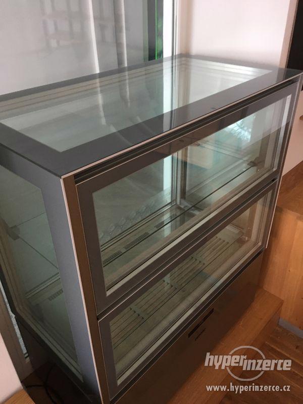 Chladící vitrína celoprosklena na delikatesy - foto 4
