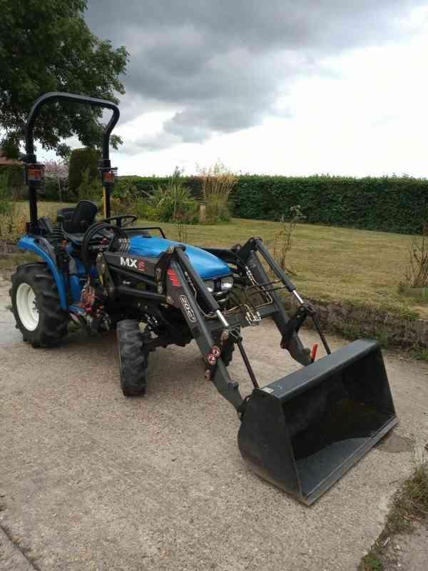 Traktor New Holland T-tC211D + čelní nakladač