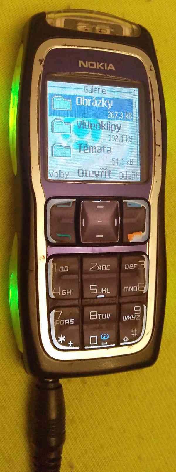 Tlačítkové mobilní telefony -funkční a s nabíječkama!!!  - foto 11