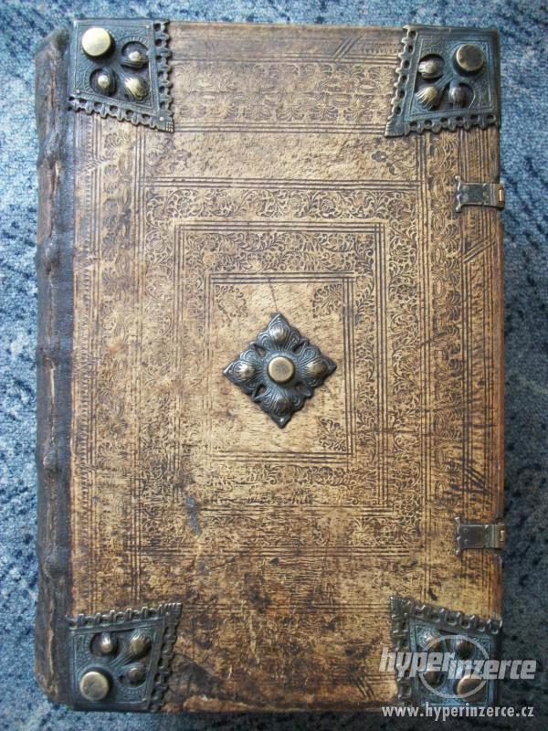 Bible a staré tisky.