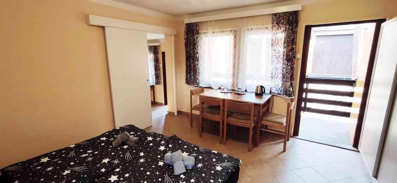 Ubytování v chatě s koupelnou, Máchovo jezero 2021 - foto 4