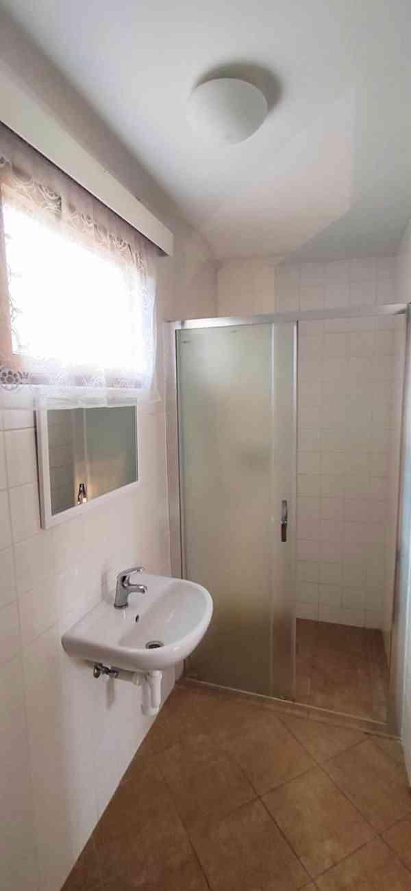Ubytování v chatě s koupelnou, Máchovo jezero 2021 - foto 5