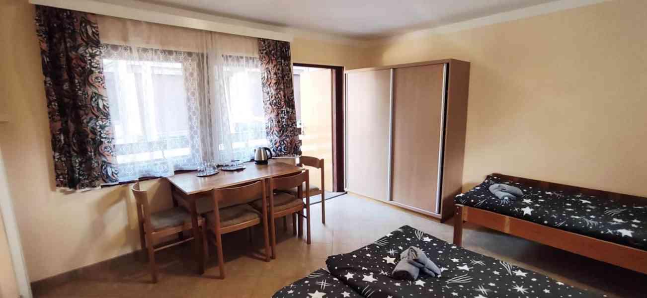Ubytování v chatě s koupelnou, Máchovo jezero 2021 - foto 3