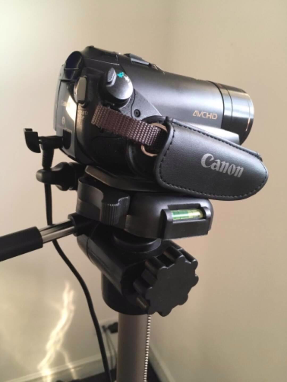 Canon LEGRIA HF200+stativ+taška, bez baterie (nová 450Kč) - foto 1