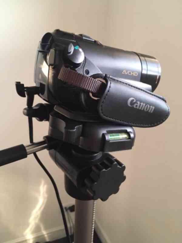 Canon LEGRIA HF200+stativ+taška, bez baterie (nová 450Kč)