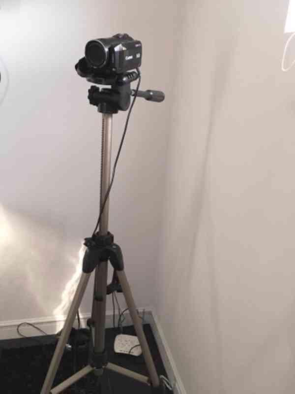 Canon LEGRIA HF200+stativ+taška, bez baterie (nová 450Kč) - foto 3