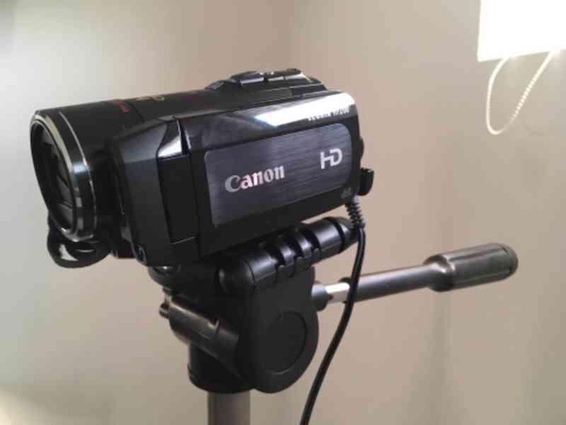 Canon LEGRIA HF200+stativ+taška, bez baterie (nová 450Kč) - foto 2