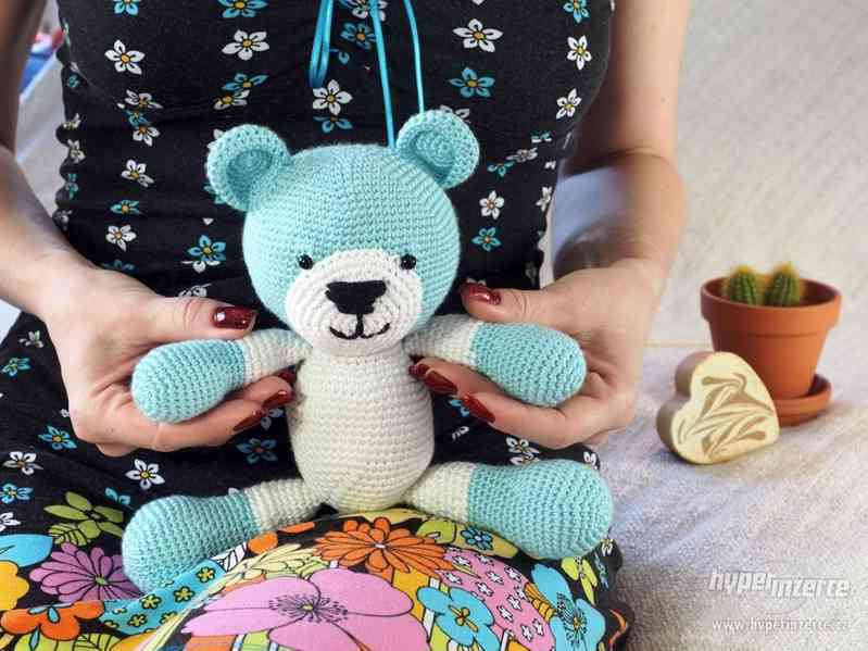 Pletená hračka - medvídek Teddiko.