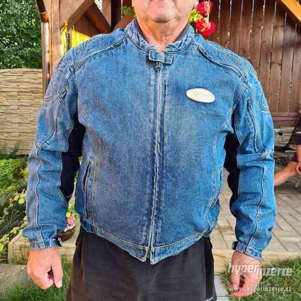 Motorkářská džínová bunda