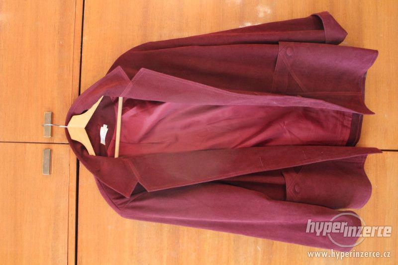 Dámské kabáty a pánské kalhoty