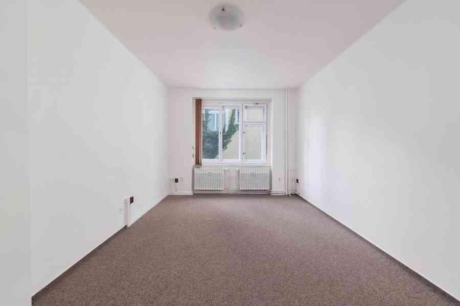 Nájem nebytového prostoru 45 m2, 1.patro, Hollarovo náměstí, - foto 3