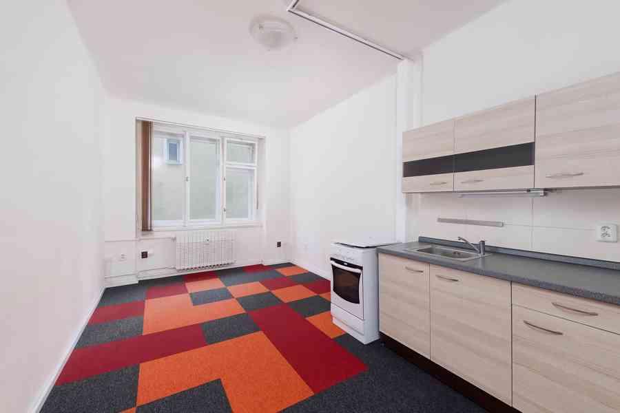 Nájem nebytového prostoru 45 m2, 1.patro, Hollarovo náměstí, - foto 2