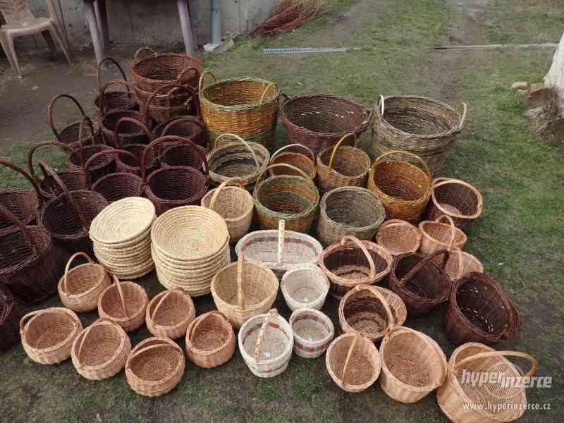 Proutěné košíky, ošatky, přírodní dekorace