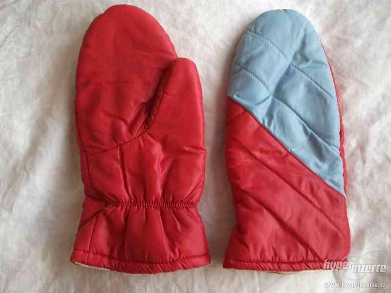 Lyžařské rukavice a návleky + brýle