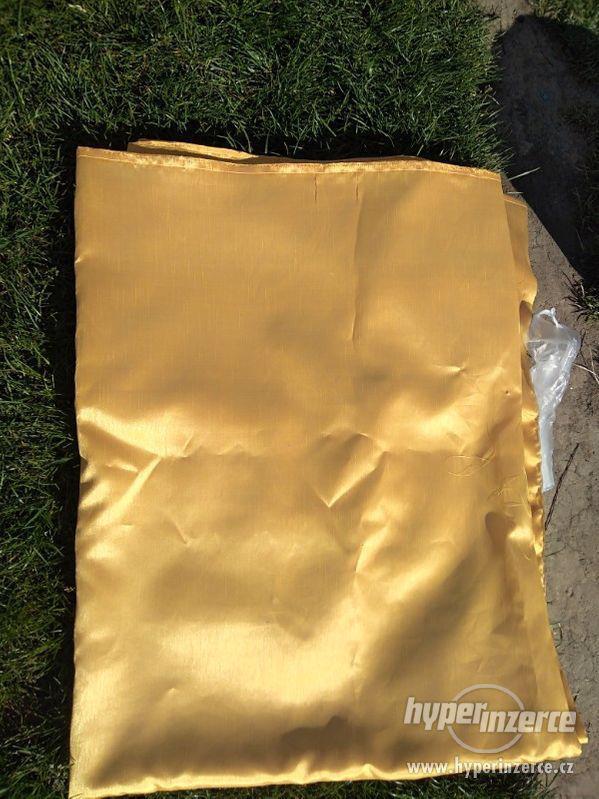Cena: 399 Kč Látka barva zlaté. Cena 399 kč. 230x150 cm - foto 1
