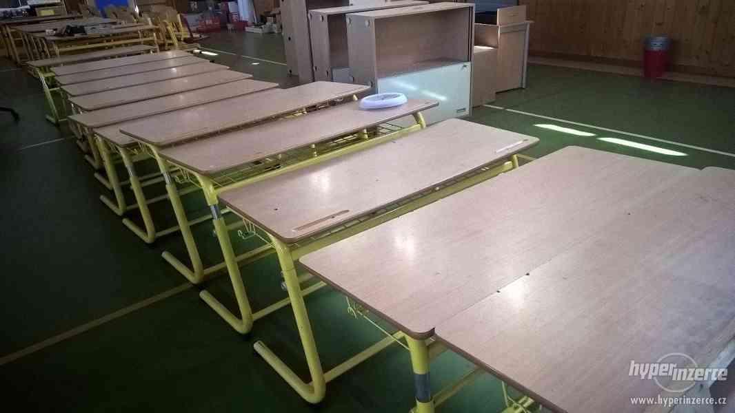 Použité stoly (lavice), židle a skříně ze základní školy