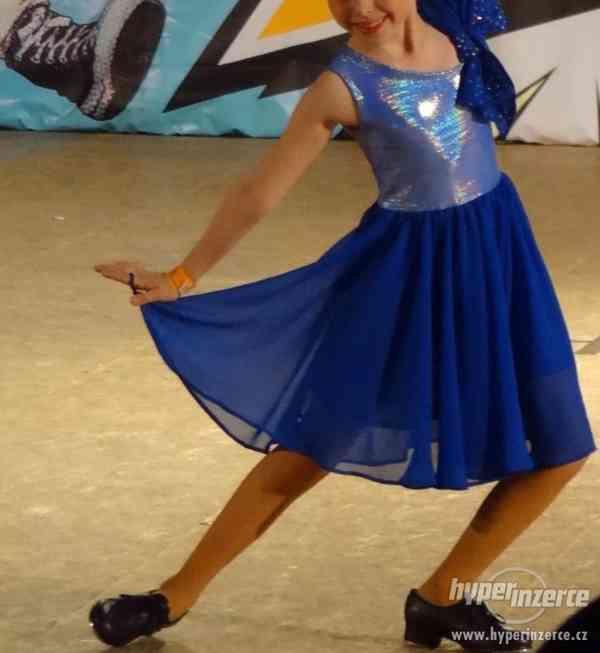 Krásné modré závodní šaty vel.7 let