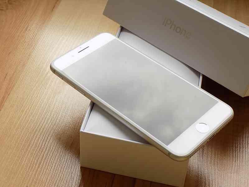 APPLE iPhone 8 PLUS 256GB Silver - TOP STAV - foto 4