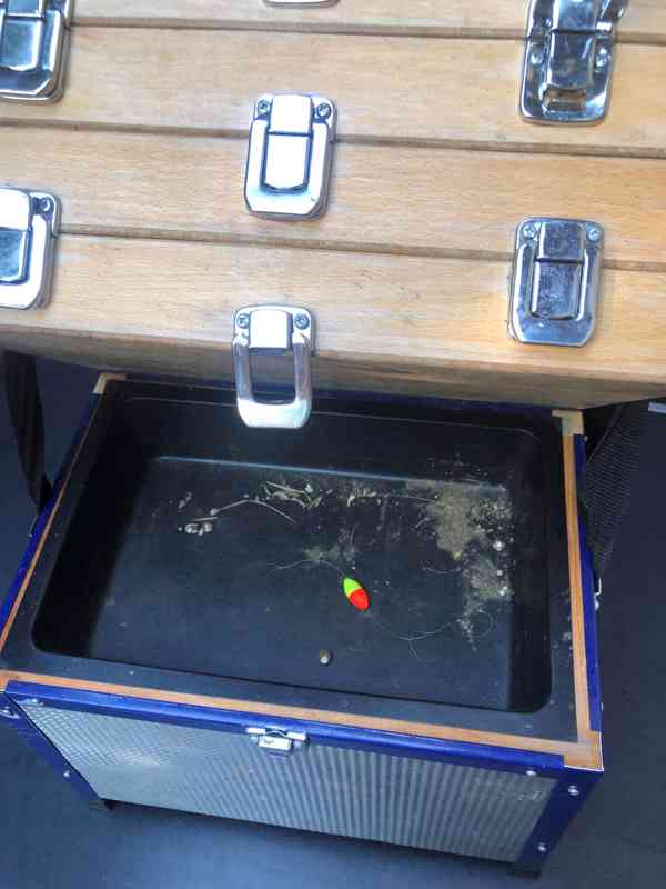 Kvalitní  kufr na drobnosti, nástrahy atd. - foto 8