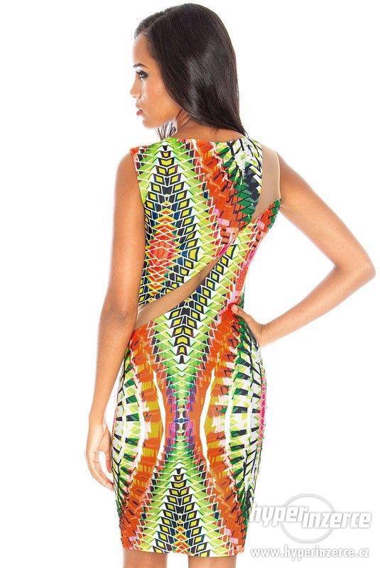 Nové farebné trendy šaty s mesh - foto 2