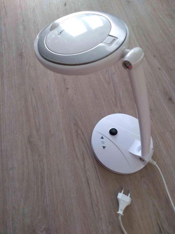 Stolní lupa s LED osvětlením - foto 1