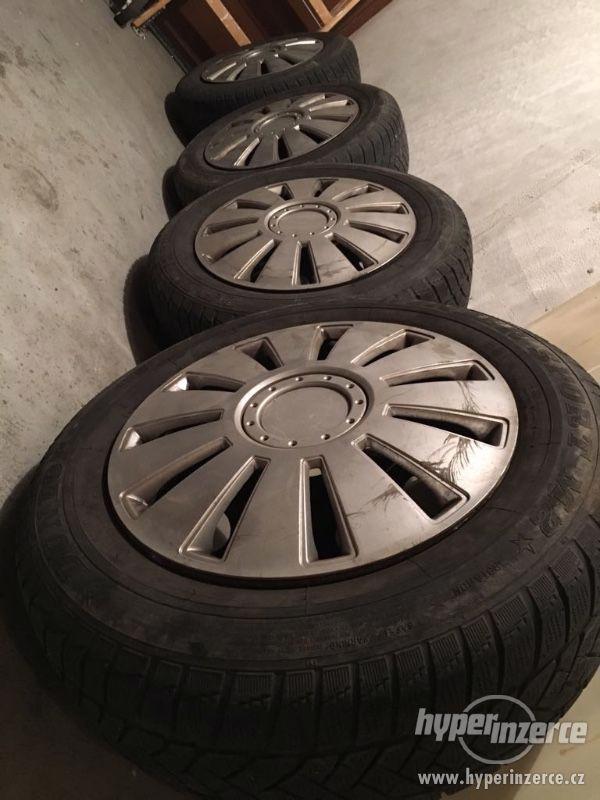 Prodám originální plechové disky BMW se zimními Pneu Dunlop