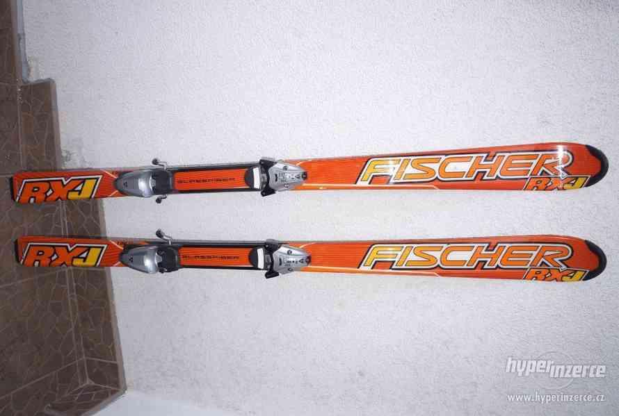Málo jeté carvingové lyže 150 cm Fischer RXJ, dobrý stav.