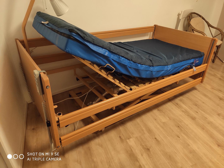 Elektrická polohovací postel se zdravotní matrací - foto 1
