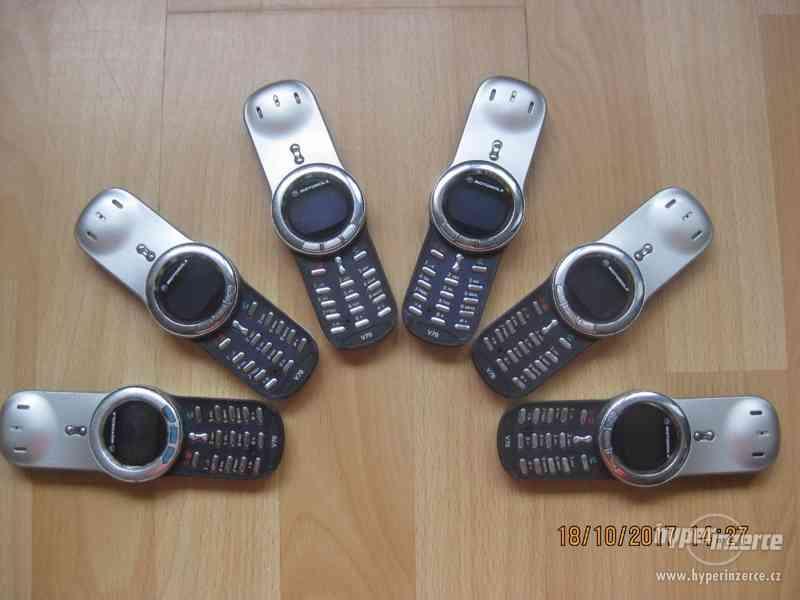 Motorola V70 - RARITA z r.2002, cena od 450,-Kč