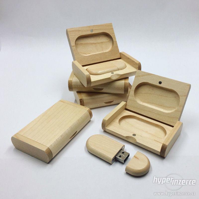 Dřevěný USB flashdisk 16Gb s gravírováním - foto 1