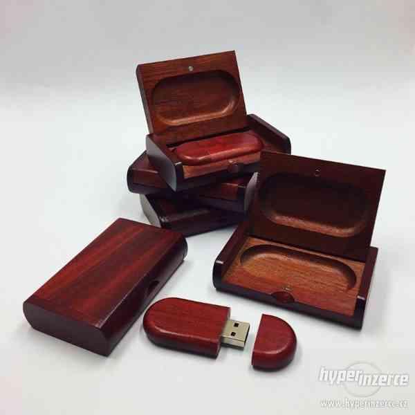 Dřevěný USB flashdisk 16Gb s gravírováním - foto 2