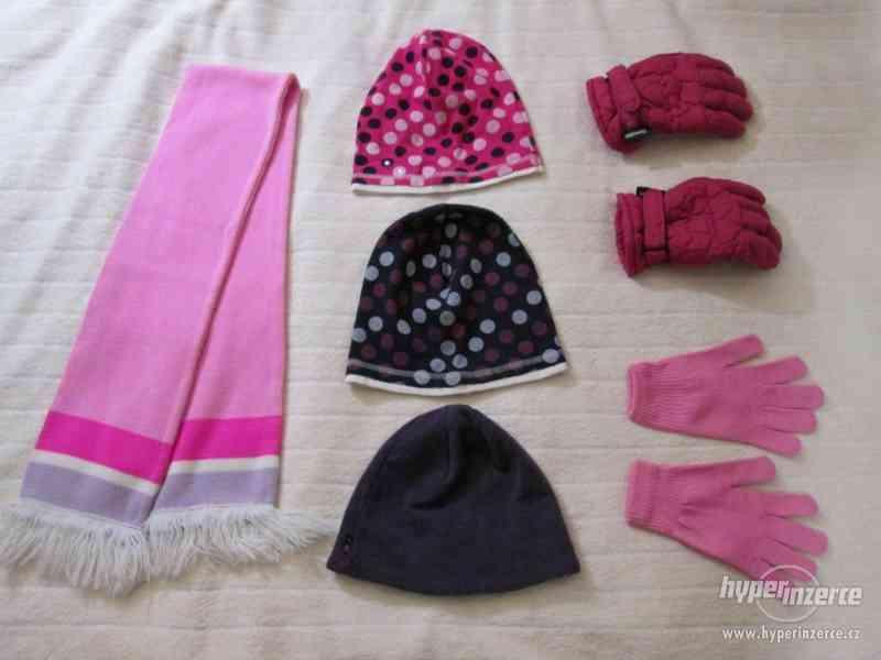 Zimní čepice, šála, rukavice – dívčí komplet – 6 kusů - foto 5