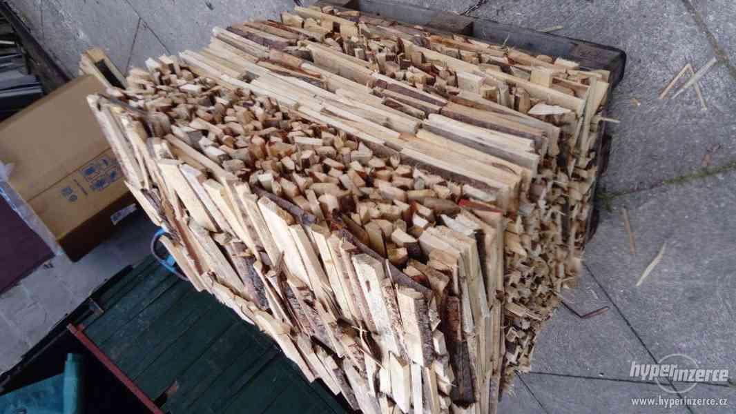Palivové dřevo, okory- jehličnaté dřevo.