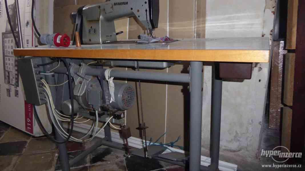 Průmyslový šicí stroj