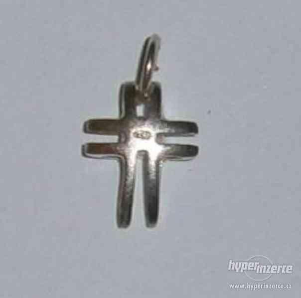 Zajímavý křížek - stříbrný přívěsek