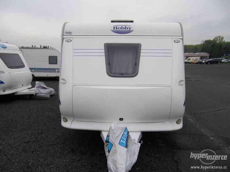 Prodám karavan Hobby 495 ufe, model 2005 + před stan. - foto 2
