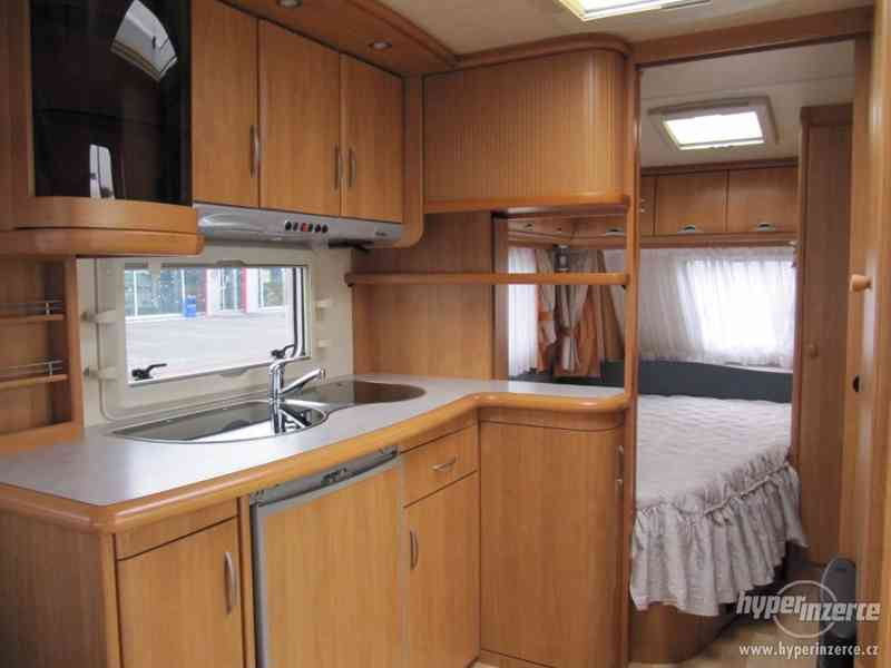 Prodám karavan Hobby 495 ufe, model 2005 + před stan. - foto 8