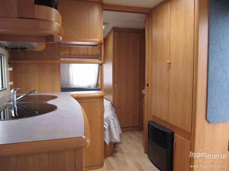 Prodám karavan Hobby 495 ufe, model 2005 + před stan. - foto 11