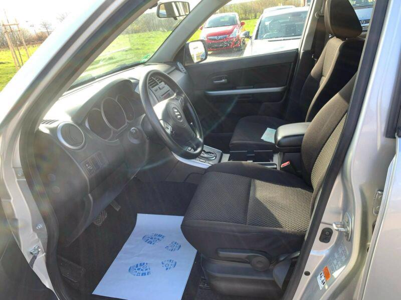 Suzuki Grand Vitara 2.4 Comfort Aut. benzín 124kw - foto 9