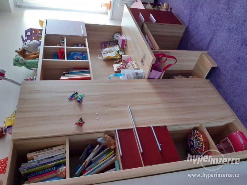 Dětský dívčí nábytek