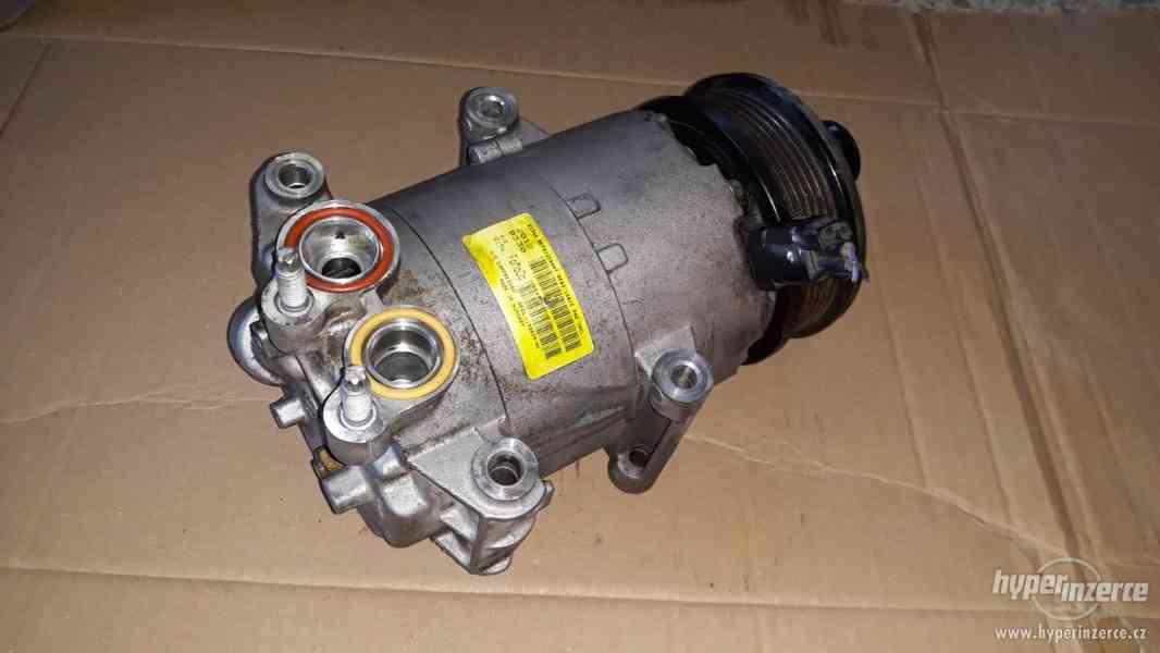 Kompresor klimatizace Ford Fiesta VI 1.25 1.4 1.6