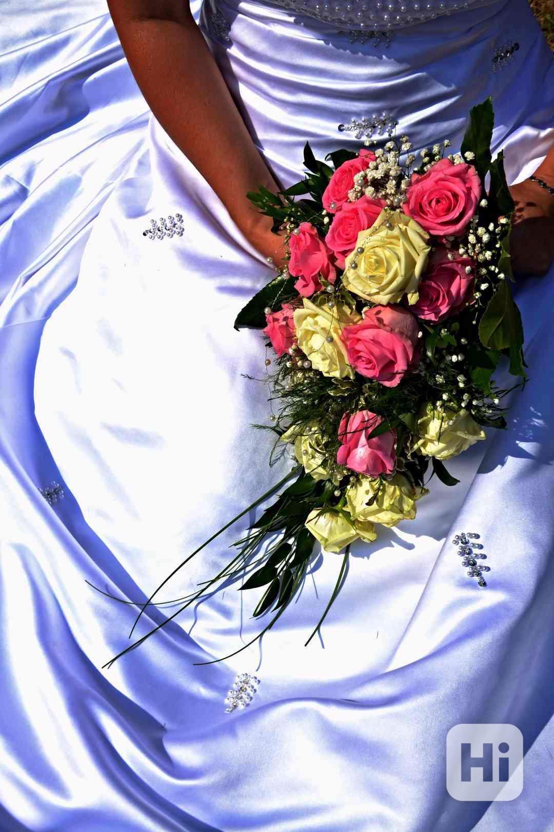 Svatební šaty - foto 1