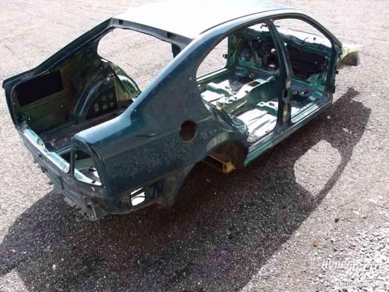 Havarovaný skelet karoserie Škoda Octavia I hatchback - foto 3