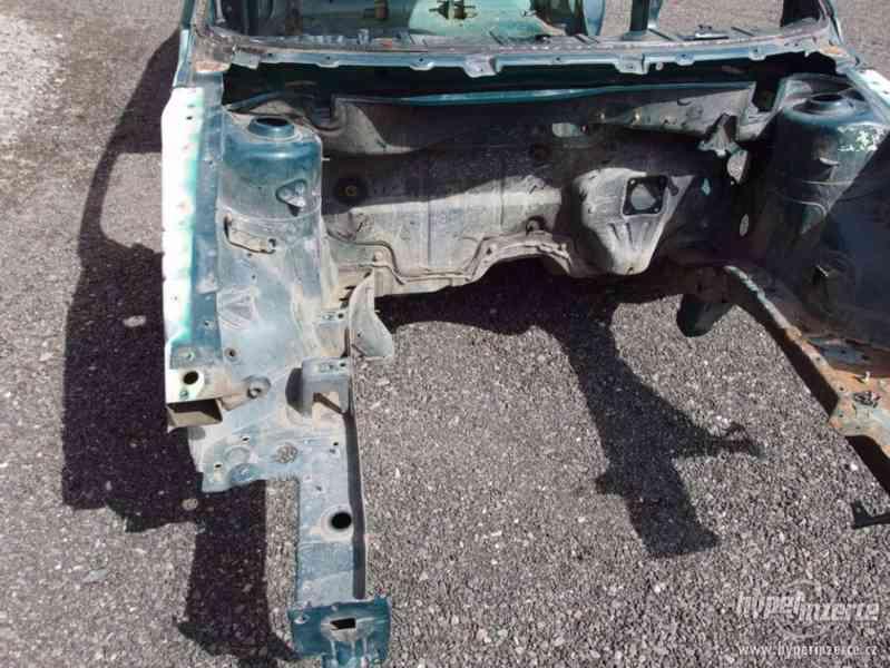 Havarovaný skelet karoserie Škoda Octavia I hatchback - foto 9