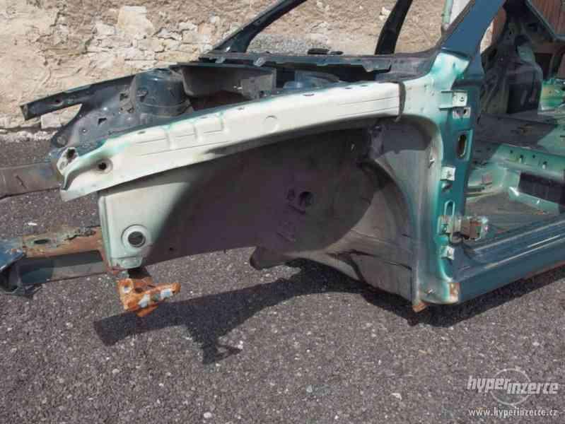 Havarovaný skelet karoserie Škoda Octavia I hatchback - foto 11