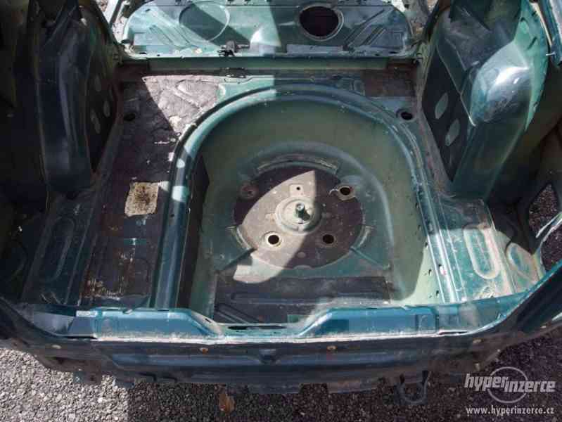 Havarovaný skelet karoserie Škoda Octavia I hatchback - foto 13