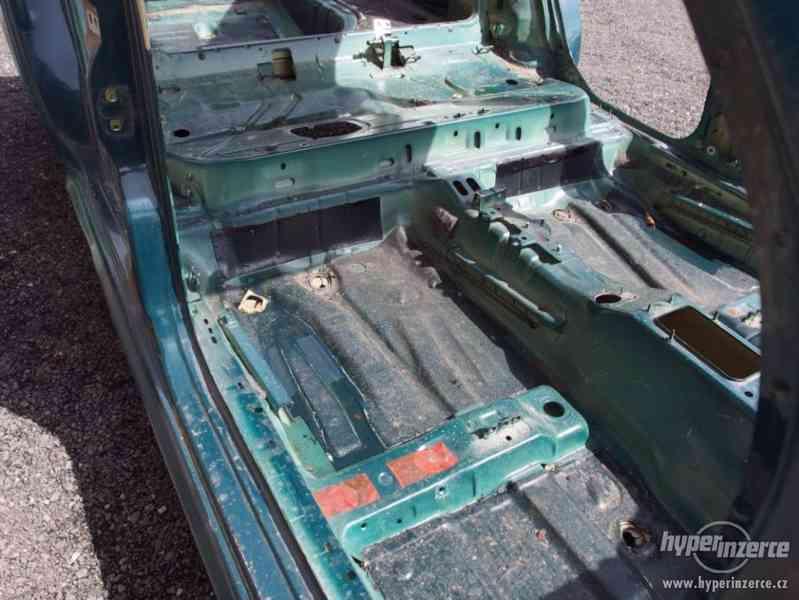 Havarovaný skelet karoserie Škoda Octavia I hatchback - foto 15
