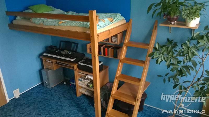 Prodám dřevěnou patrovou postel z masivní borovice