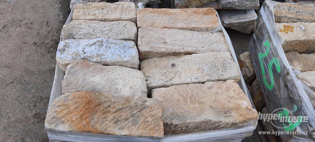 Pískovcové kameny