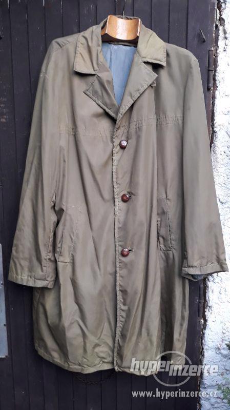 Retro starý kabát Makyta Púchov, na postavu 190cm.
